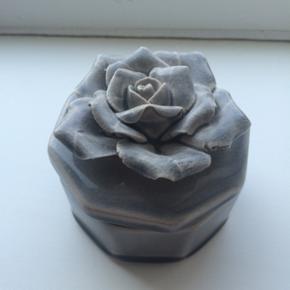 Smuk porcelænsskrin