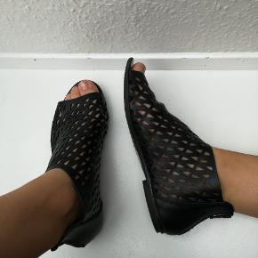 Fine sandaler fra PIECES  💎 Se også mine andre annoncer 💎   ⭐ 10 % på alle annoncer hele uge 29 ⭐