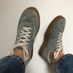 Sælger de her fede sneaks, som jeg desværre ikke får brugt. Brugt under 10 gange. Bare byd 🤍