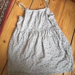H&m kjole str 110/116  -fast pris -køb 4 annoncer og den billigste er gratis - kan afhentes på Mimersgade 111 - sender gerne hvis du betaler Porto - mødes ikke andre steder - bytter ikke