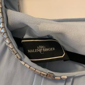 Sælger denne top fra Malene Birger. Str m. Aldrig brugt