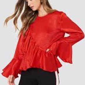 Fin rød bluse - købt på na-kd