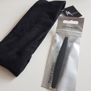 Pandebånd og øjenbrynspincet fra M.Cosmetics (Matas). Sælges samlet. Aldrig brugt.  Kan afhentes i Rødovre eller sendes med b-post på købers regning.