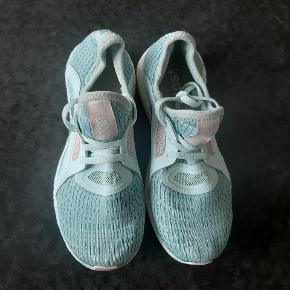 Super fede Adidas Ultra Boost sko.  Kig endelig forbi mine andre annoncer.   Kan hentes på Amager eller sendes mod betaling
