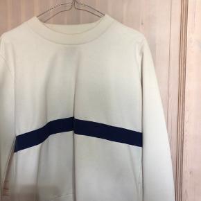 sælger denne wood wood sweater, som er i god stand, kom med bud ✨🌸