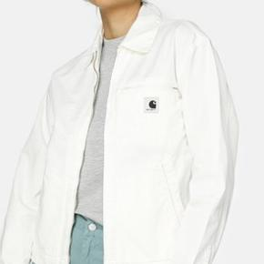 Sælger den her pisse fed Carhartt jakke, mega god til sommeren. Np er 1350-' Min mp er 400-' Str er m, så den sidder ikke helt stramt, lidt oversized. Skriv for mere info