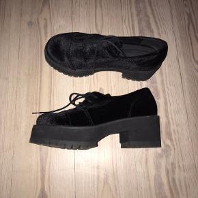Fede sko i velour 🖤 Brugt et par gange