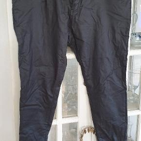 Coatede jeans str 20. Chic denim. Skylar corset skinne 20S  Kan ikke huske om jeg overhovedet har brugt dem. Har et hav af bukser. Derfor skal disse også videre