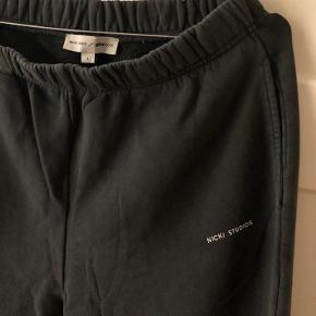 Nicki Studios bukser