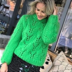 Sælger min ganni julliard sweater. Den er helt ny og stadig med prismærke☀️ Den er af det lækreste mohair og derfor super blød og lækker at have på. Sælges kun fordi at den desværre er for stor til mig 💕 Mp er 1400 bud er velkomne. Np er 2999