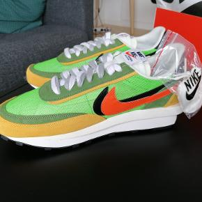 Nike X Sacai Green Multi. Fuldkommen ubrugte i størrelse 45. Sacai.