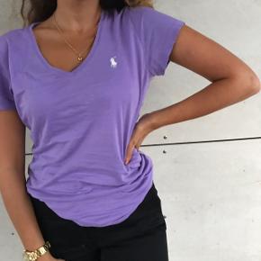 Super lækker lilla Ralph Lauren T-shirt  💜  Perfekt stand , str S