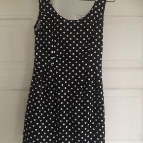 Sød prikket kjole ( som ny)  intet mærke! Kan hentes i Århus C