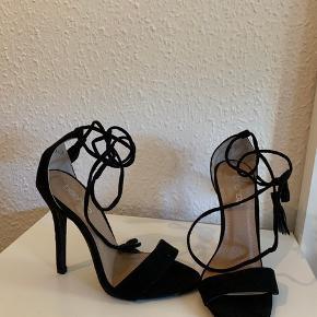 Søde heels, aldrig brugt da den var for lille til mig.   Sælges meget billigt  Førpris 250kr