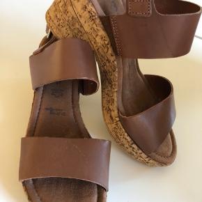 Lækker læder sandal med organiske kork såler. Aldrig brugt.   Fejler intet og kommer fra ikke ryger hjem