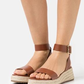 Even&Odd sandaler