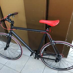 Helt ny cykel. Lavet fra bunden af og ikke købt af forhandler, derfor er der ingen kvittering.   1 x 8 udvendige gear shimano gear.