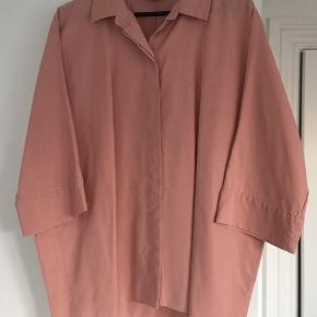 Fin skjorte med 3/4 ærmer.