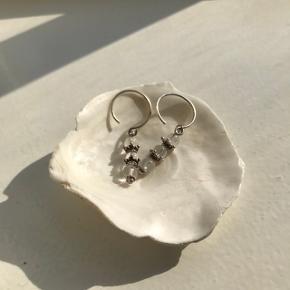 """Søde små øreringe med hvide """"sten"""" Sølv"""