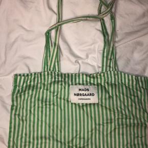 Fint og enkelt Mads Nørgaard i grønne/hvide striber - ingen synlige brugstegn.  Byddd 🙌🏼