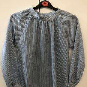 And Less skjorte