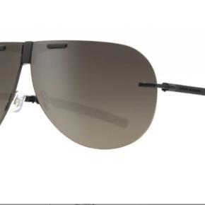 Super lækre Dior solbriller brugt få gange og næsten som nye, har dog en enkelt lille, men ubetydelige ridse i glasset  ( flere billeder kan sendes ved interresse)  Deraf prisen- 1400kr