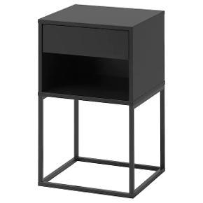 Sengebord fra Vikhammer, IKEA.   Måler 40x39 cm