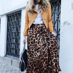 Leopard  Fantastisk slå om nederdel  Nypris 1800kr
