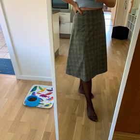 Fin lang terner nederdel fra esprit   Np 500
