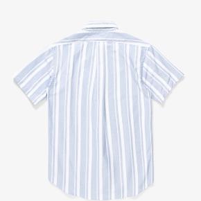 Sælger denne fede kortærmet skjorte fra New Yorker-brandet, PAA.  Modellen hedder SS Shirt One og den er lavet af Japansk-vævet Oxford bomuld. Fantastisk kvalitet og perfekt til de varme tider. Købt i Streetmachine, København.  BYD!