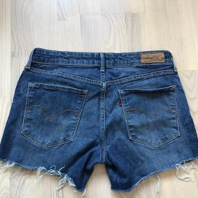 Levi's cowboy shorts  mid waist skinny Size 29