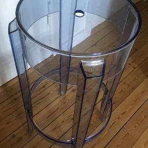 Kartell barstol , 2 haves  Fin stand, det er den høje model (75cm)