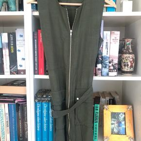 Kort kjole fra Other Stories i str XS (passes bedst en der er lav da den er meget kort )  Kan afhentes i København eller sendes med DAO (på købers regning) ⭐️