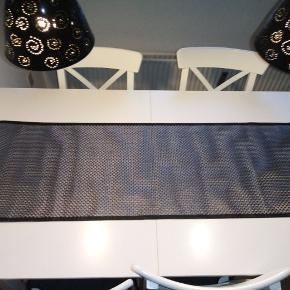 Flot bordløber af Margit Brandt. 140x45 cm. Rigtig pæn stand