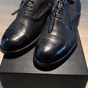 Flotte håndlavet sko Model: Giuliani 16030 Farve: Ignis black