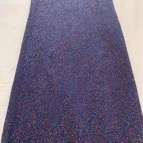 Mørkeblå Stine Goya bukser med glimmertråd. Har kun brugt en gang, eftersom de er for små.