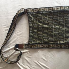 Fendi taske fra 2008 med tag, så god som ny. Skriv på 23885710 for mere