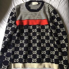 Fedeste Gucci Sweater, som man sjældent ser solgt. Det er en Str. L og passer alt fra 170-187. Mindsteprisen er 3300,- og køb nu er 5000,- Byd! Alt under mindsteprisen vil blive ignoreret.