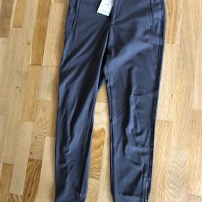 Sælger disse populære Nova L pants - str er 34 men de er store i str så de passes af en str 36/s