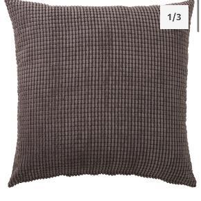 2 stk. Ikea Gullklocka pudebetræk i grå. Helt som nye og emballagen er uåbnet.  Ny pris: 79 kr. pr. stk. Sælges for 50 kr samlet  Afhentes i Århus C eller sælges for købers regning
