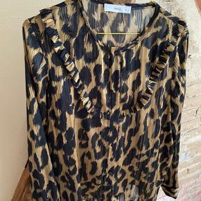 Flot skjorte bluse med glimmer tråde 🐼