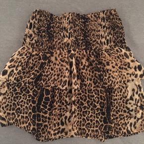 Pieces nederdel med flæser i leopard