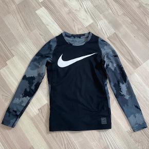 Nike overtøj
