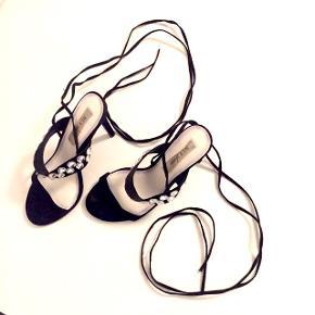 Ubrugte smukke binde-stilletter.