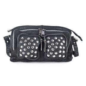 Jeg sælger min Núnoo taske da jeg desværre ikke får brugt den. Modellen hedder Stine disco Byd