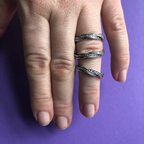 PANDORA sølvringe, 4 stk. Sælges k u n samlet. Ringene er str.56. Kan styles på mange fine måder💚