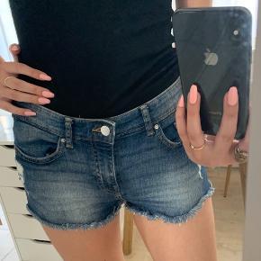 Ikke brugt 😁 H&m shorts fitter xxs/xs  Andre mærker jeg sælger: H&M, Zara, Bershka, Ganni, Nike, Converse, Monki, Vero Moda, Anna Field💕
