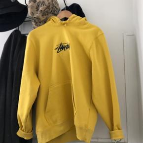 Lækker stussy hoodie, brugt en gang:)