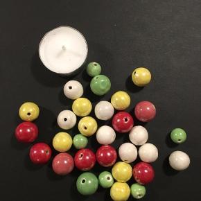 Her sælges alle de smukke keramik perler med perlemorsglasur.  Sender gerne.  Skønne perler til armbånd, halskæder eller hvad du vil lave.  Skønne til hobby og projekter.  Andet Farve: MULTI