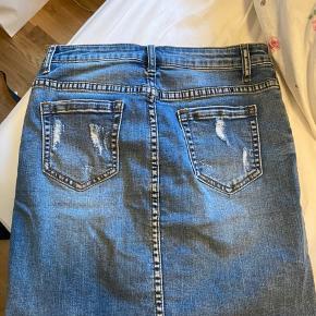 IVY nederdel str 28 - passes af en s-l ( meget stræk i) - sidder pænt til.  Np:800